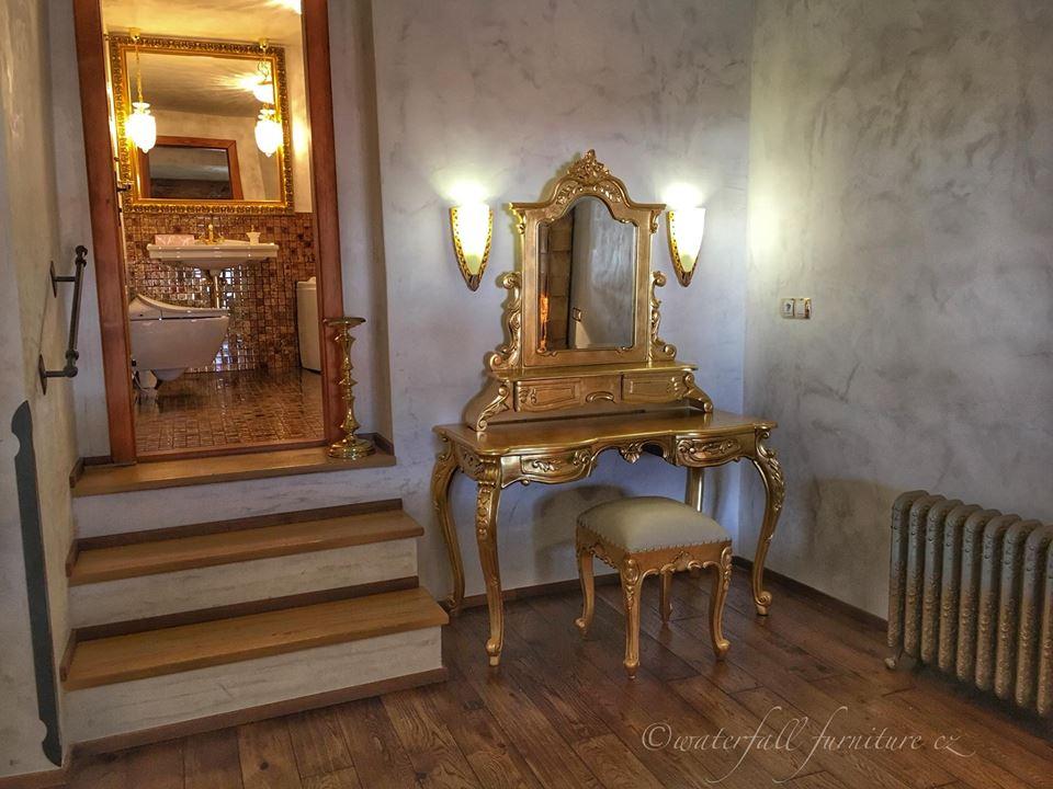 ronieveva - Hotel Arcadie***, Český Krumlov, zlatá toaletka Waterfall