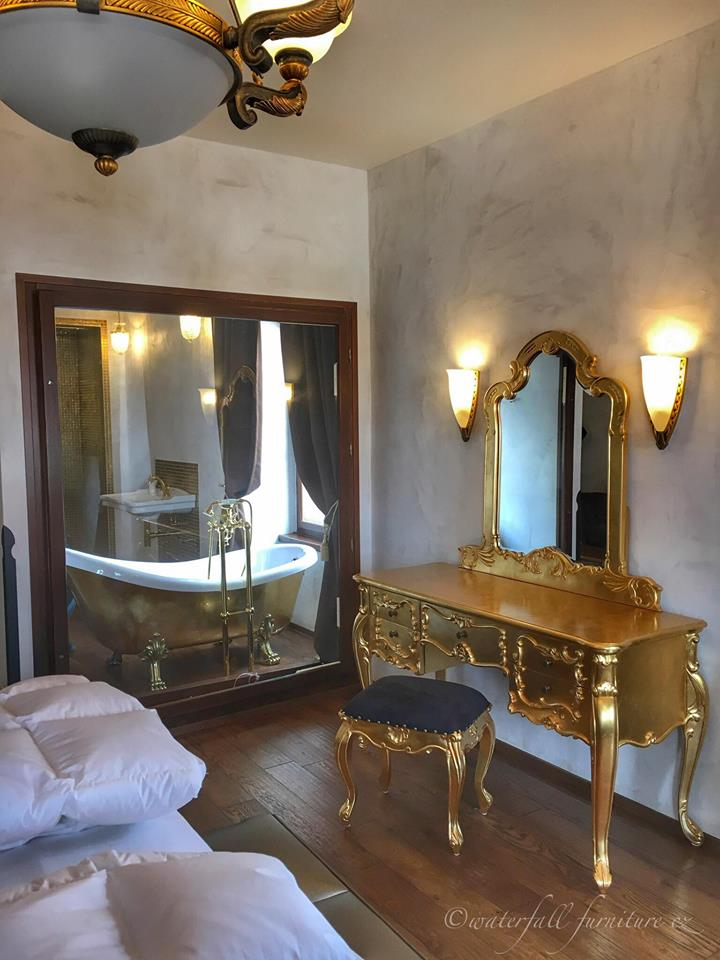 ronieveva - Hotel Arcadie***, Český Krumlov, zlatá toaletka waterfall-furniture.cz