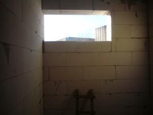 25.2.2012 podmurovane okno v kupelni (aby som sa v zrkadle videl aj ja ;))