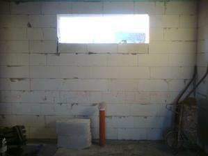 25.2.2012 podmurovane okno v kuchyni