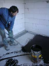 10.3.2012 penetrujeme podlahy- hostovska izba