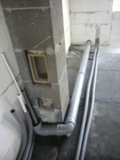 18.3.2012 privod vzduchu pre krbopiecku spojeny s poistnym prepadom, privod teplej vody k akumulacke a zalozne vedenie na radiatory
