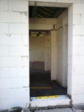 21.3.2012 podmurovanie otvorov - vchodove dvere