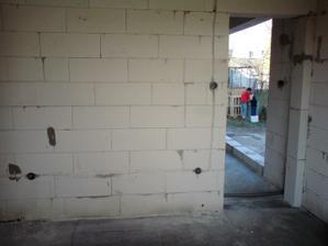 28.3.2012 elektrika- kusok detskej- vzadu nase umyvadlo v sude