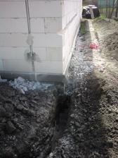 10.4.2012 vykop na plyn- drazka v dome