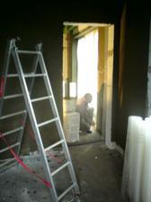 4.5.2012 keďže výdatne pršalo a izby po nanesení lepidla riadne stmavli, museli sme si posvietiť