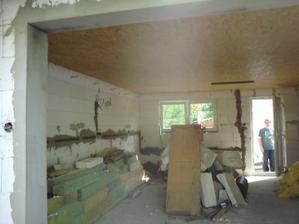 5.5.2012 okolo 16:00 sme začali baliť- tuto vidieť OSB podhľad v garáži