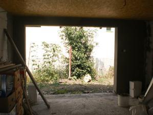 2.6.2012 na prednej stene v garáži natiahnutý feinputz