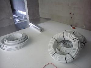 5.7.2012 chystáme rúry na podlahovku