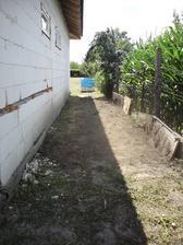 11.7.2012 keďže po rúrkach sa mi chodiť nechcelo, odpratal som zeminu z jednej strany domu