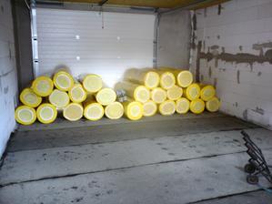 18.7.2012 zrazu volá chlapík, že je o chvíľu u nás s izoláciou- tak ju doviezol a prázdna garáž bola razom plnšia