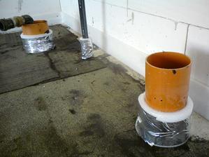 18.7.2012 dilatácia okolo potrubí- nakoniec zo zaliatia nič nebolo- silo sa POTOTO... trafí ma z toho AAAAA