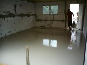 19.7.2012 doobeda bol chlapík opraviť silo- od 17:00 do 18:00 bola garáž zaliata