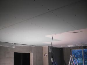 21.7.2012 takéto schodíky na strope sme si urobili - posledný zelený kus má 1m, predposledný 2m