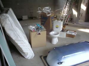 24.7.2012 po sadrokartónoch začína ďalšia fáza- do obývačky sa sťahujú jej súčasti