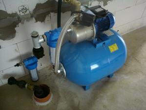11.8.2012 naša nová vodárnička- už ju len dopojiť