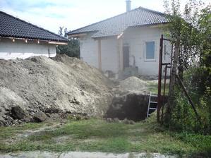 16.8.2012 malá jama a koľko zeminy z nej ostane...