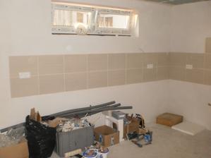 21.8.2012 v kuchyni sme si urobili radosť a namontovali zásuvky do finálnej podoby