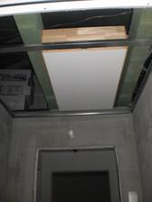 26.8.2012 pripravujeme schody na povalu- sú ale poškriabané- budeme ich musieť asi pretmeliť a namaľovať tak ako strop