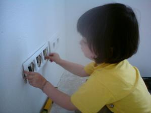 27.8.2012 sme zakladali do namaľovaých miestností zásuvky