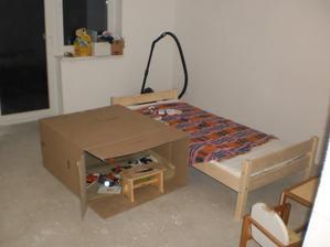 14.10.2012 to najdôležitelšie v detskej izbe- posteľ, stolček na všetko a BUNKER