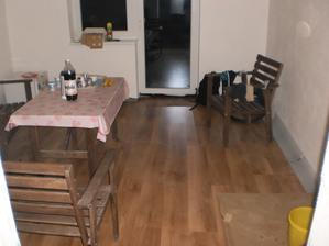 15.10.2012 spálňa je momentálne jedálňou so záhradným nábytkom