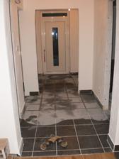 16.10.2012 aký je to parádny pocit chodiť po podlahách a nie po betóne- konečne dokončené špárovanie