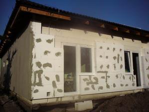 20.10.2012 zadná strana - nakoniec sme dávali aj kotvy- pre istotu- bok dokončený včera