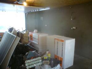 20.4. začali sme s lepidlom v garáži