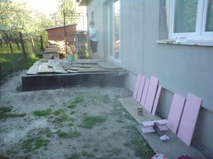 25.4. Originálna terasová dlažba - prvotriedne skrine zo ZŠ- vydržali celú zimu