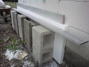 27.4. začíname so zatepľovaním garáže- 5 cm kvôli čerpadlu