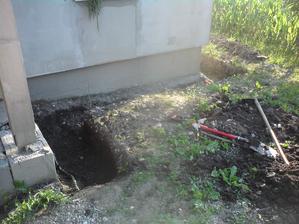 6.7.2013 odkopaný dom i garáž