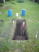 9.7.2013 kopeme drenážnu jamu za domom