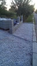 pred plotom nevieme co bude, tak sme to zatial  takto zvysnym strkom vysypali