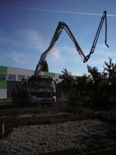 prisiel beton- s pumpou sa robi ovela lahsie