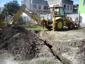 okrem garaze kopeme aj pripojku na vodu a kanalizaciu