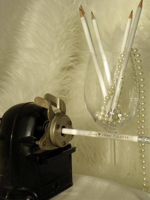 Tužky s Vaším nápisem pro svatební hosty - Více o tomto produktu na: http://www.svatebni-diar.cz/propisky-a-tuzky-se-jmeny-c53/