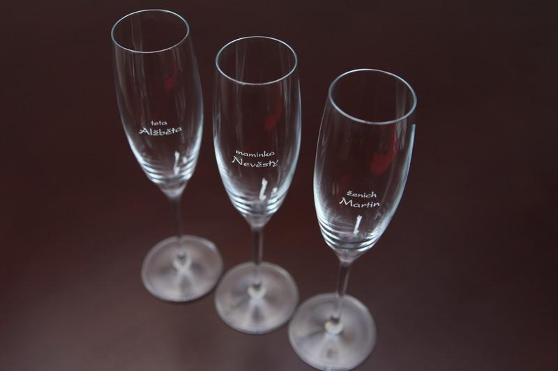 vyzkoušejte jako jmenovky skleničky... - Obrázek č. 1
