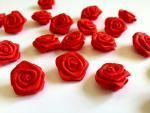 Dekorační růžičky ze stuhy červené,