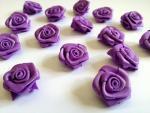 Dekorační růžičky ze stuhy fialové,