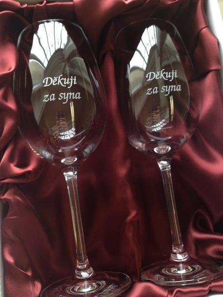 Dárková sada 2 skleniček na víno - Děkuji za syna, Děkuji za dceru - Obrázek č. 1