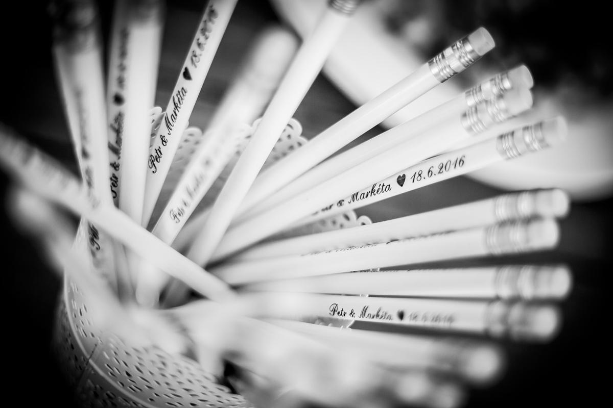 Bílé svatební tužky se jmény - Obrázek č. 1
