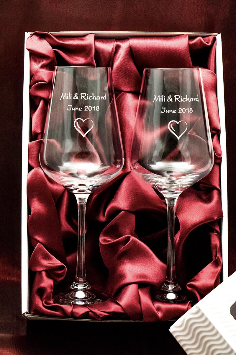 Svatební skleničky na víno Sandra v krabičce - Obrázek č. 1
