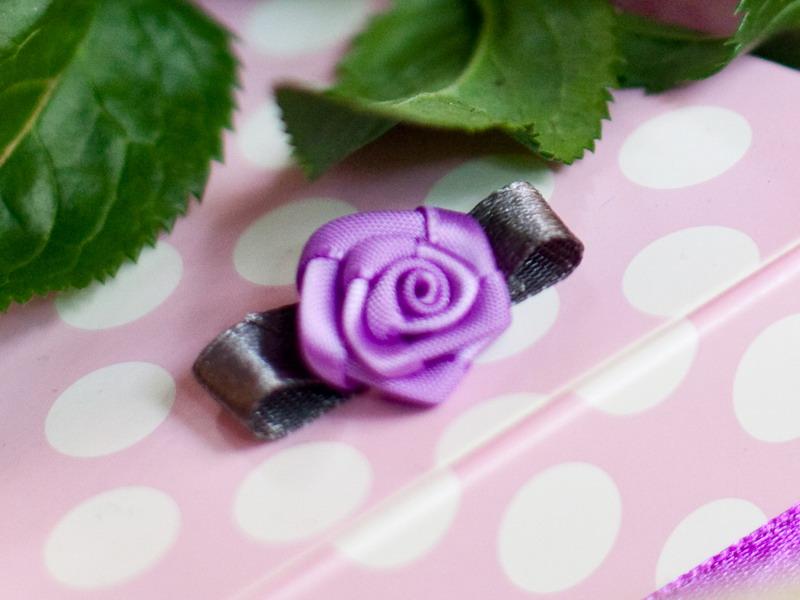 Dekorační saténové růžičky - různé barvy - Obrázek č. 1