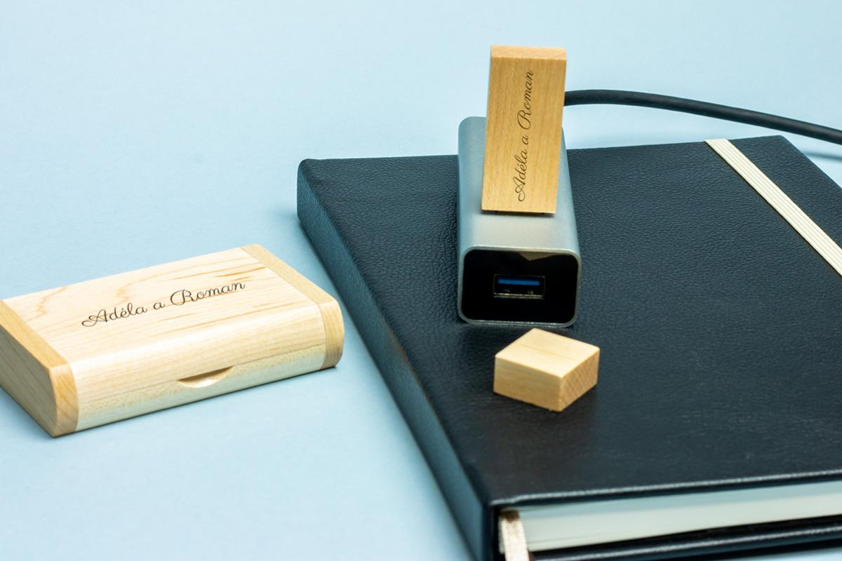 Dřevěný flashdisk 32 GB USB 3.0 s gravírováním - Obrázek č. 1