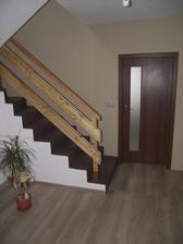 Dočasné riešenie schodišťa,v budúcnosti bude zábradlie nerezové a schody obložené...