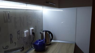 Kuchynska zastena - zboku biely lacobel