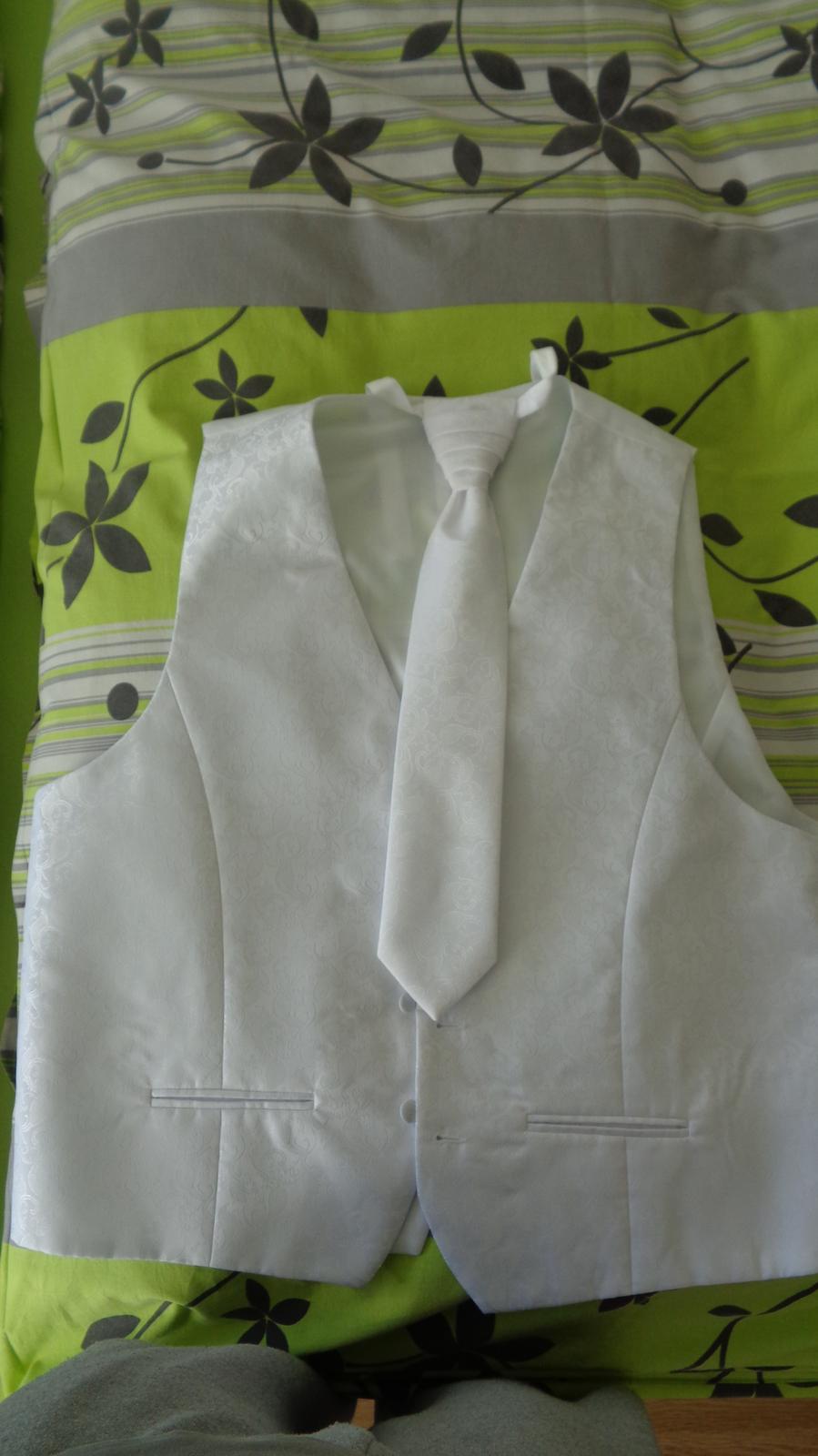 Svadobná vesta s kravatou - Obrázok č. 2