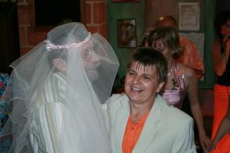 večer se v restauraci objevila jiná nevěsta se ženichem :-