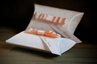 Krabicky kupene na svadobnom trhu v Poluse a vlastnorucne ozdobene